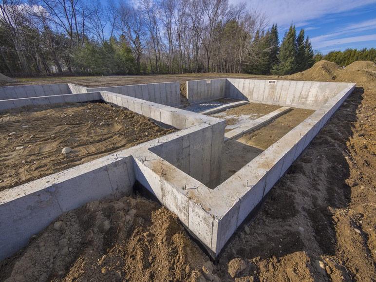 Ławowy fundament pod dom szkieletowy.
