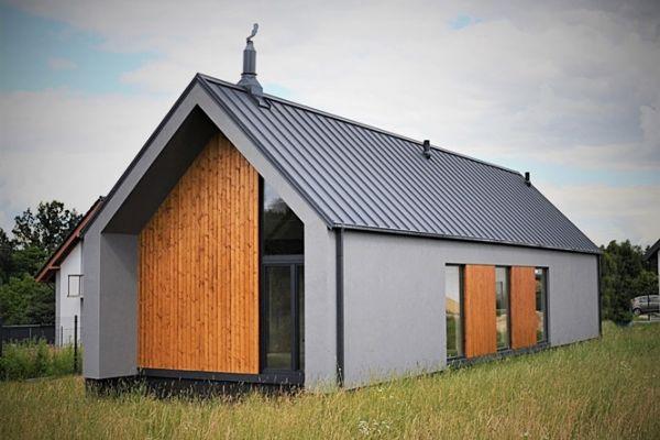 Energooszczędność domu wynika m.in. z materiałów użytych do jego budowy oraz z kształtu bryły budynku.